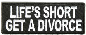 LIFE'S SHORT: GET A DIVORCE TYGMÄRKE 100x38mm