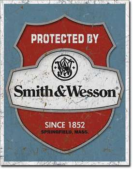 PROTECTED BY SMITH & WESSON PLÅTSKYLT 40,5x31,5cm